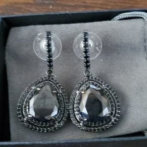 BEAUTIFUL BLACK SPINEL EARRINGS